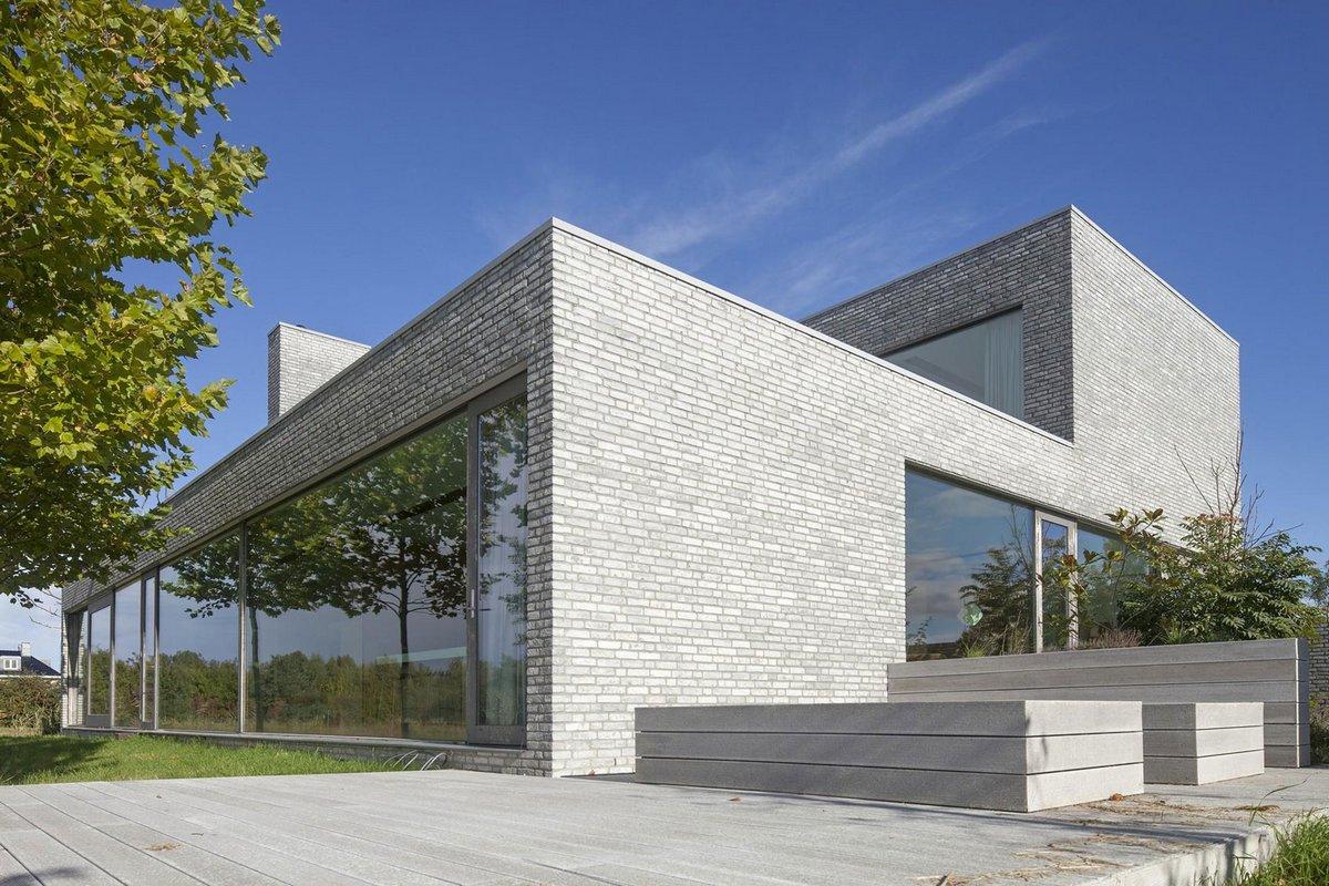 план дома, схема частного дома, 70F, проекты домов фото, частный дом в Нидерландах, особняк на берегу реки, панорамное остекление фото, двор внутри дома