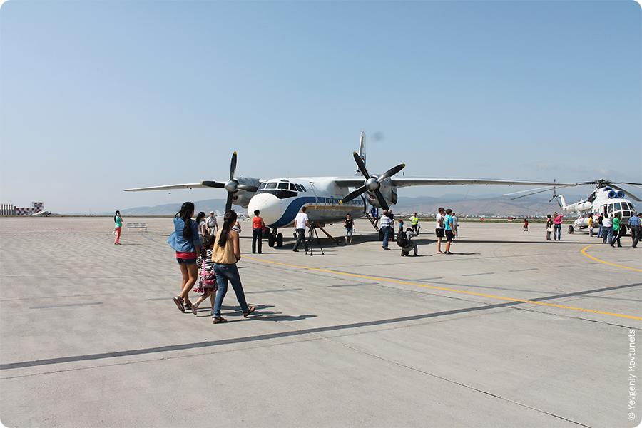 самолет Ан-24 Бурятских Авиалиний в аэропорту Байкал