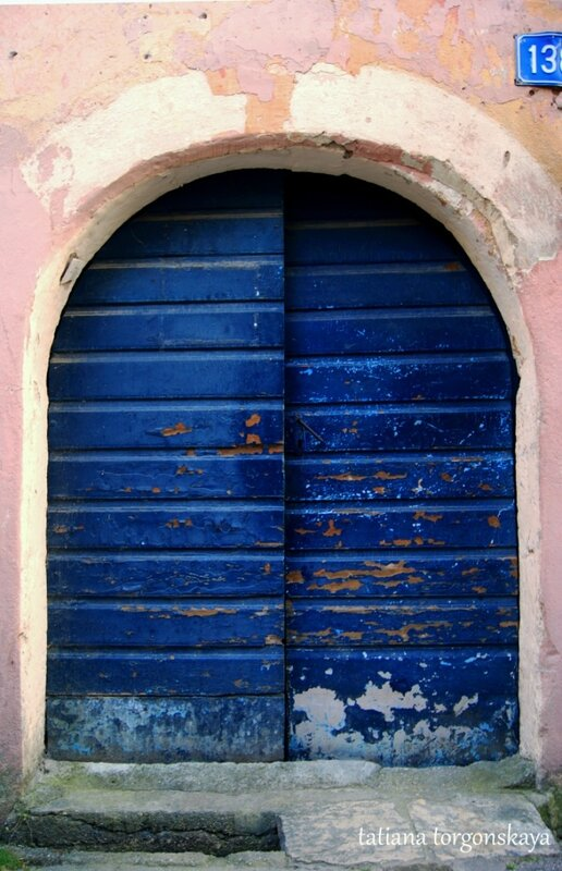 Сказочная синяя дверь