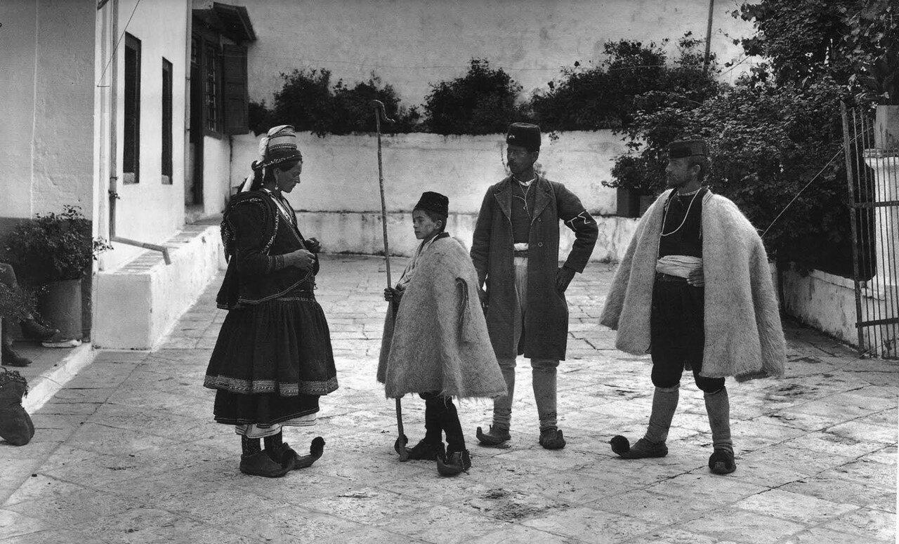 1913. Парамития