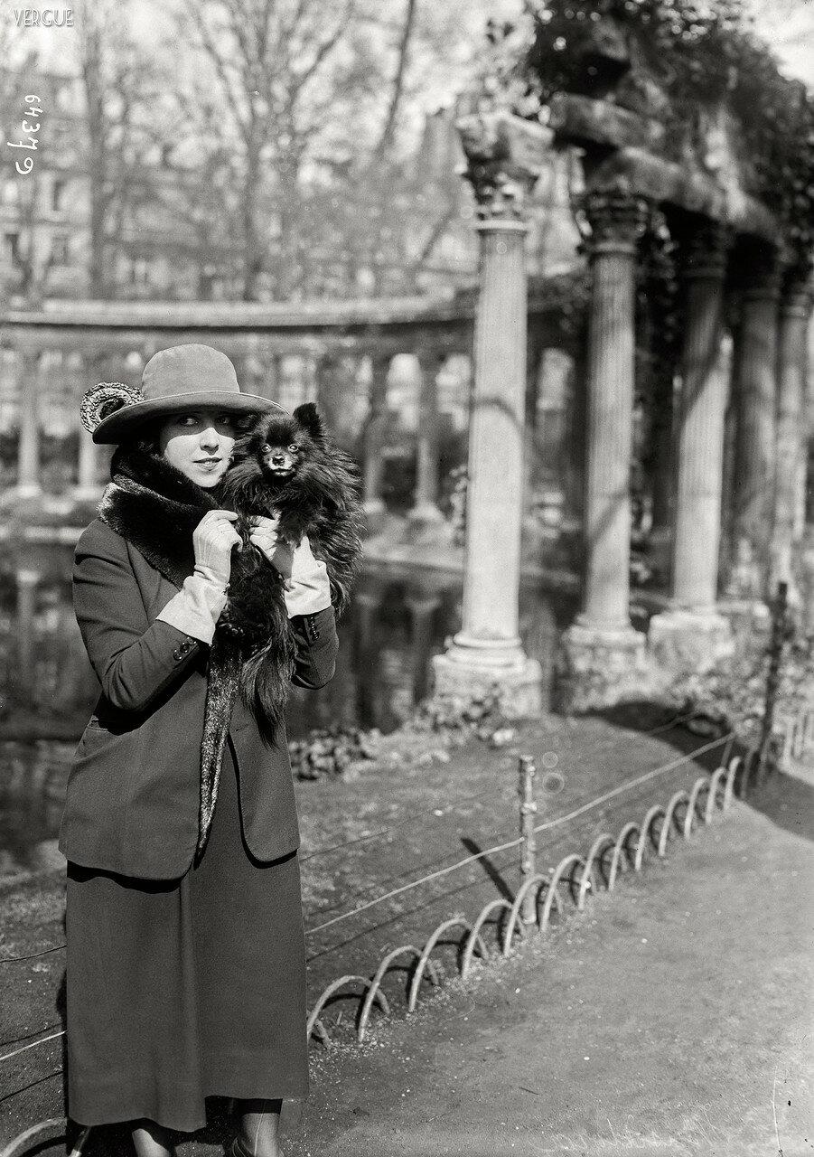 1921. Мисс Мюзидора и Лулу. Парк Монсо
