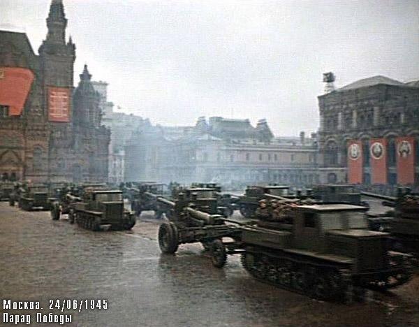 Тягачи с пушками на Красной площади