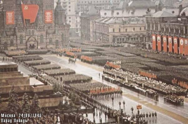 Общий вид Красной площади во время Парада Победы