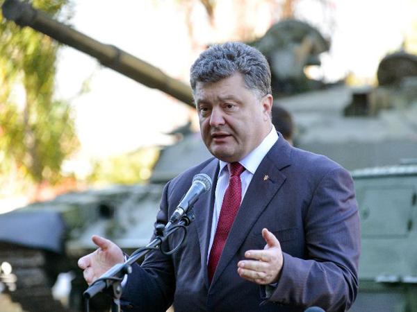 Порошенко назвал «ударом вспину» кровавые беспорядки устен Рады