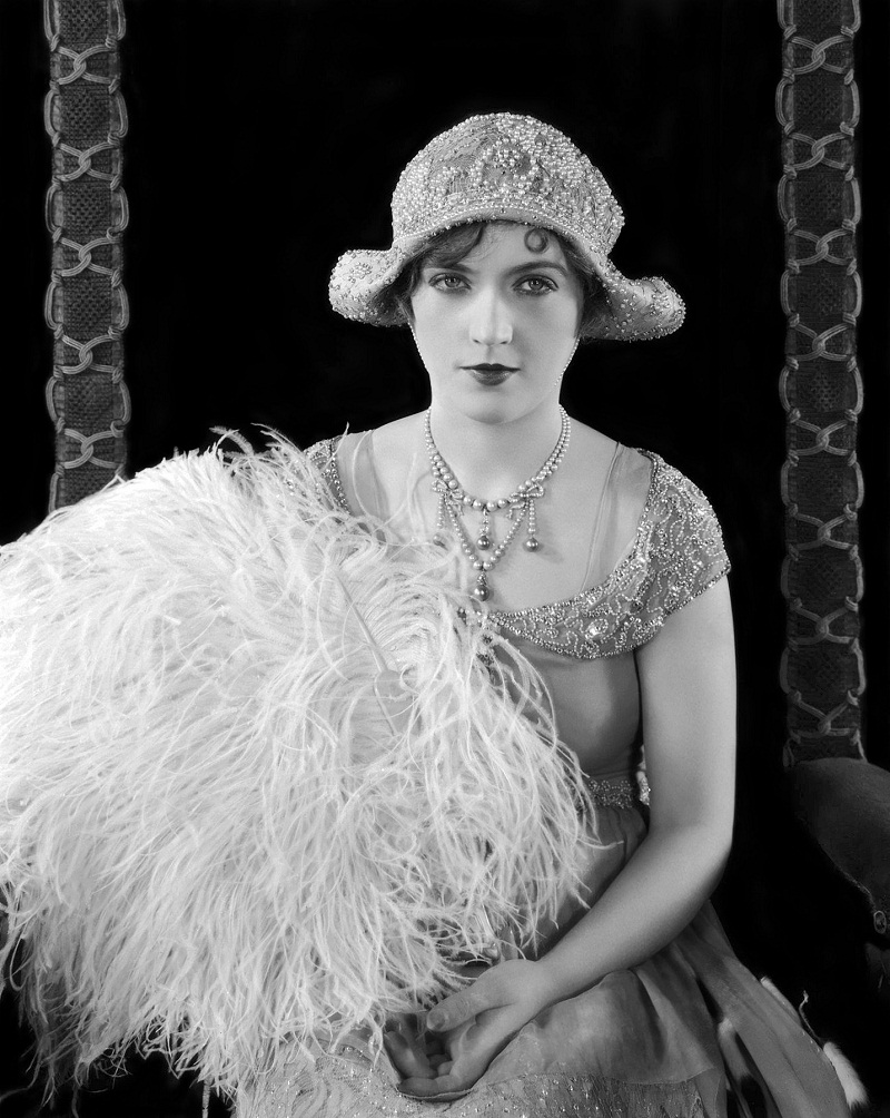 22nd January 1926: American actress Marion Davies (1897 - 1961) holds a large bouquet of ostrich feathers for her role in 'Beverly of Graustark', a romantic comedy directed by Sidney Franklin.