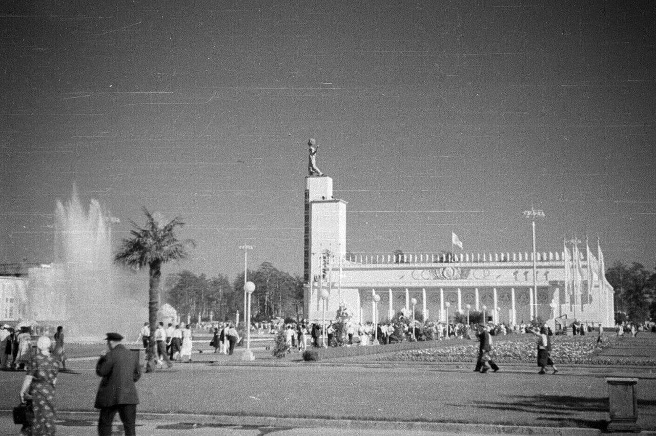 91. Центральный павильон «СССР»