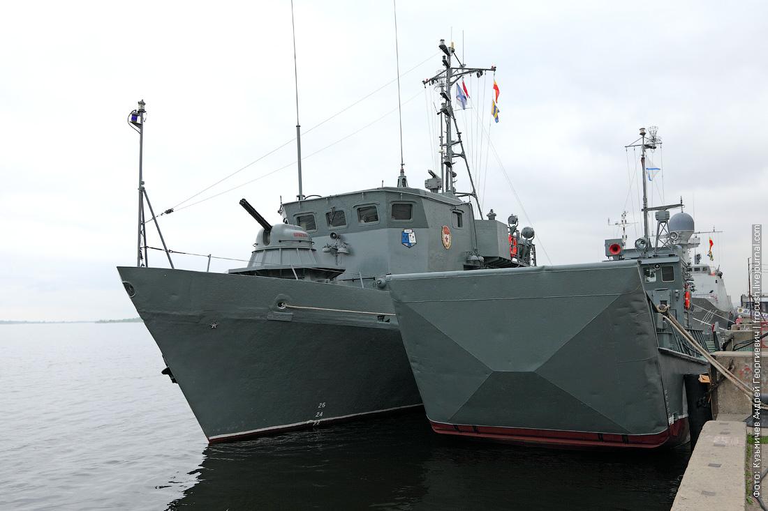 Рейдовый тральщик и десантный катер