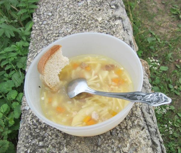 Суп, приготовленный накостре