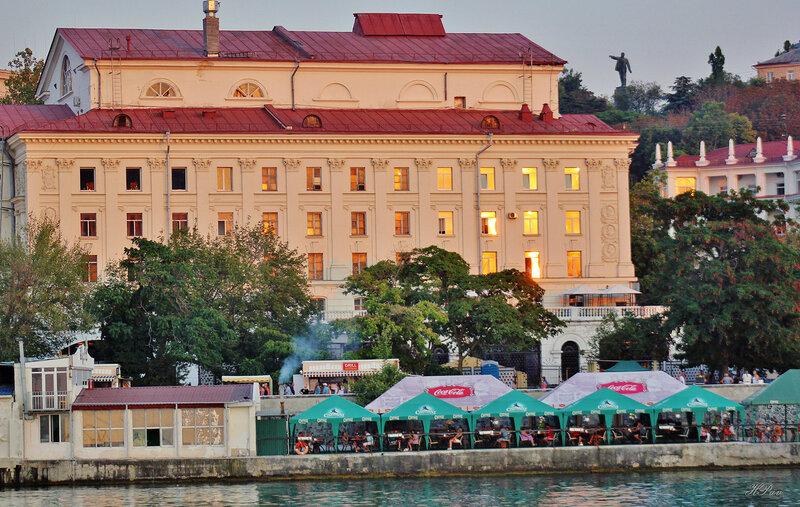 Севастополь. Набережная на закате