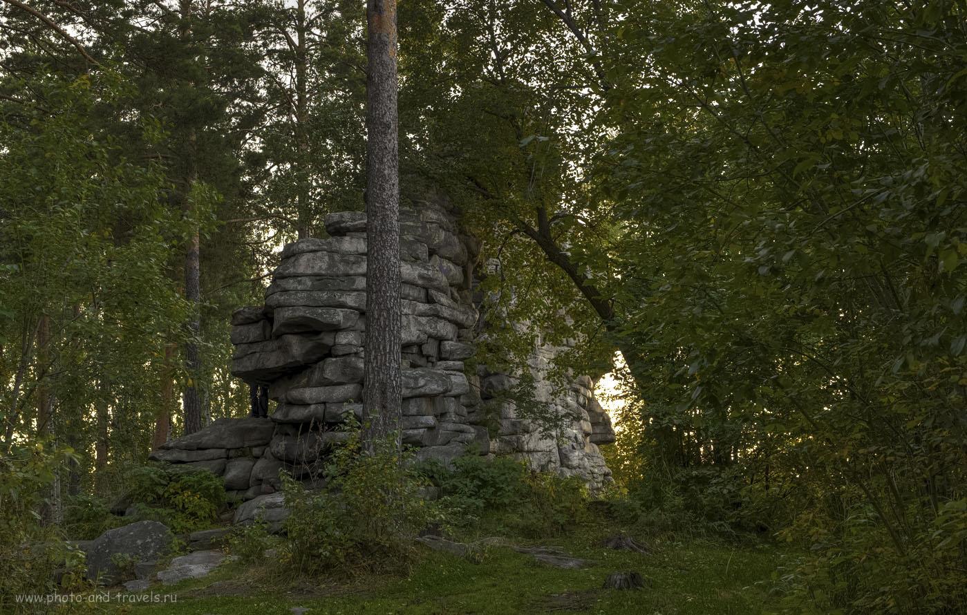2. Пешие походы в Свердловской области. Скалы Петра Гронского не видны с того места, где вы заберетесь на хребет. Нужно чуть-чуть пройти вправо.