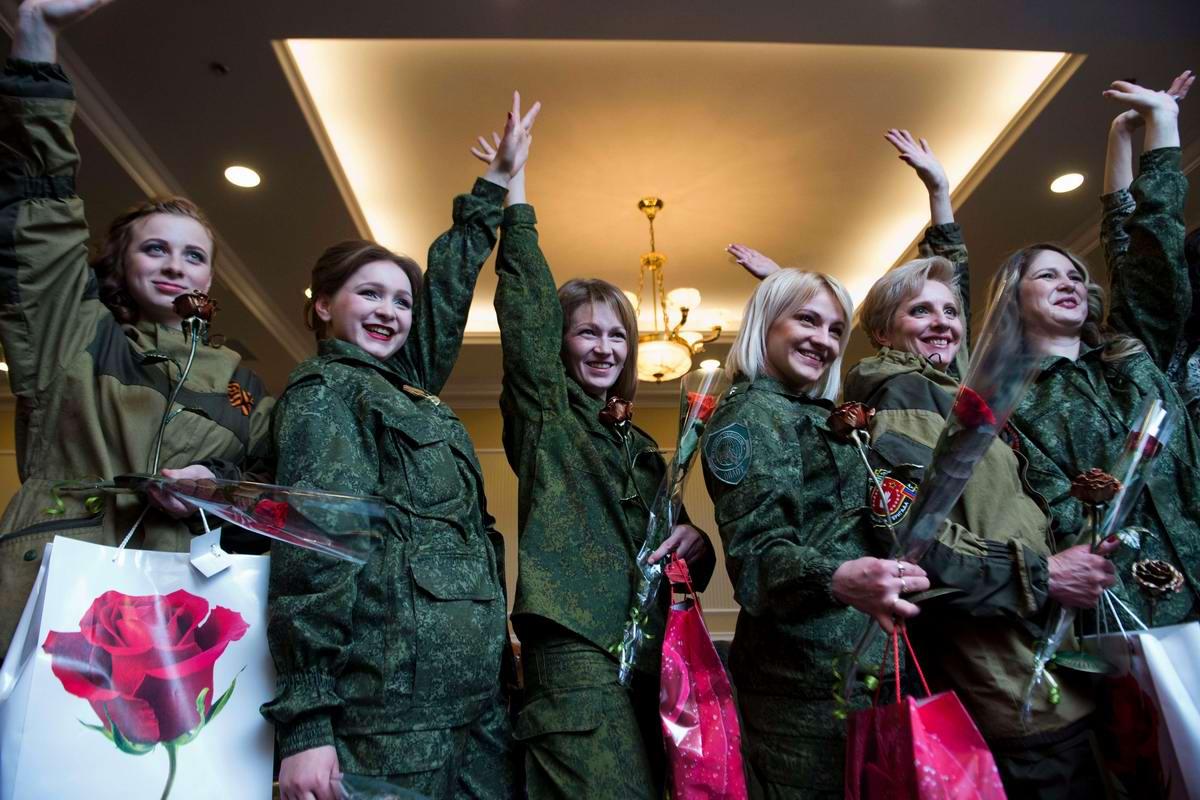 Вечерние наряды вместо воинской формы: О конкурсе красоты -- Мисс ДНР -- (01)