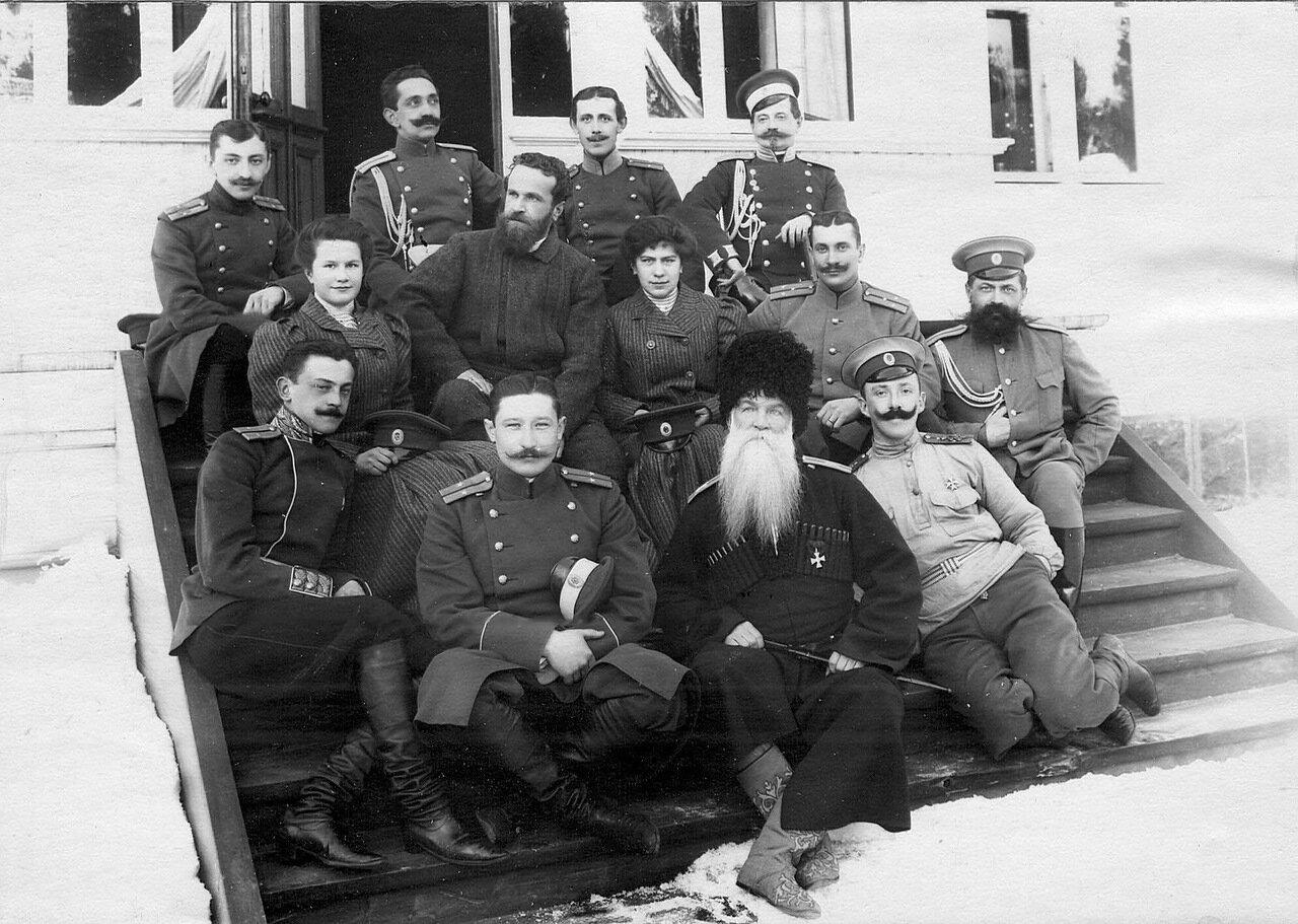 48. Группа офицеров гвардии, проходящие учения в бригаде около дачи. Раяйоки. 1908
