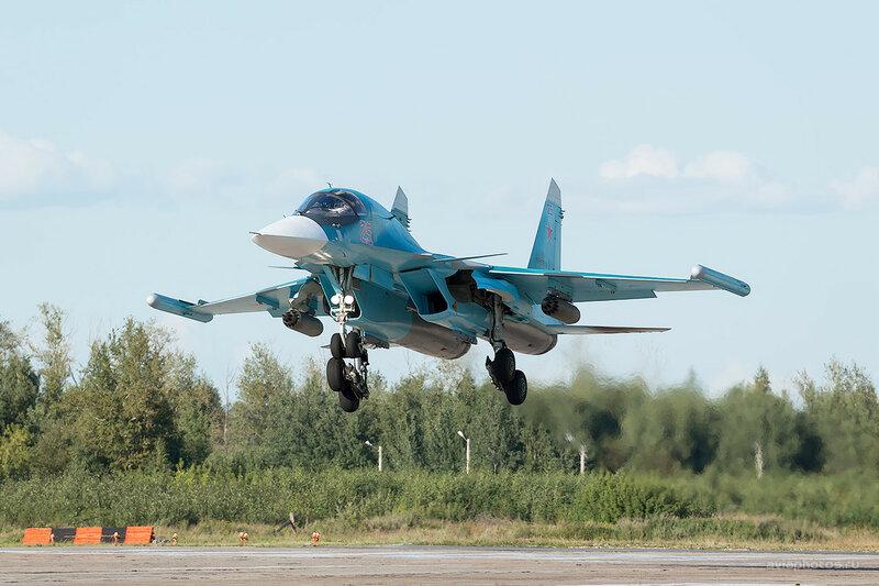 Сухой Су-34 (RF-93816 / 25 красный) D800610
