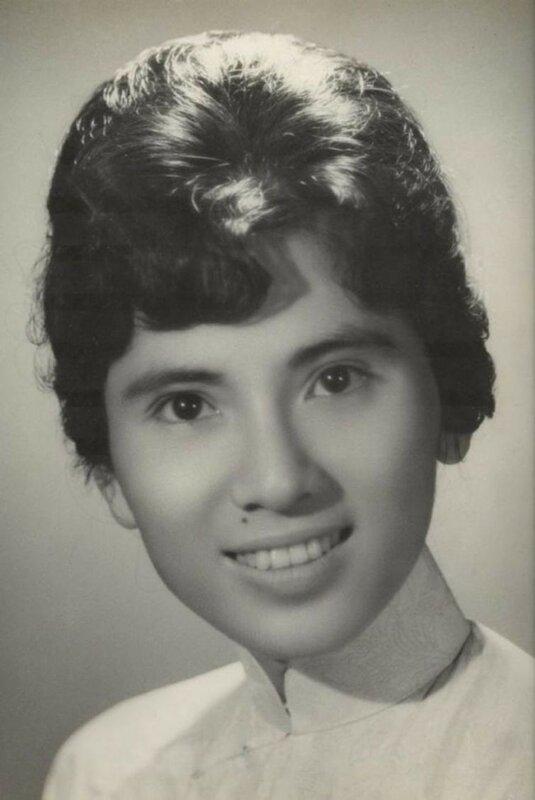 18–летняя Агнес Гонджа Бояджиу, позже ставшая известной как всемирный символ милосердия Мать Тереза, 1928 год.jpg