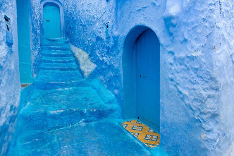 Город в Марокко полностью покрыт небесно голубой краской
