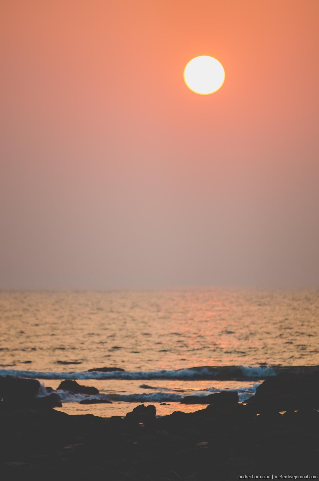 Закат в Гоа. Пляж Морджим