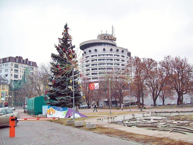 Гостиница Салют зимой