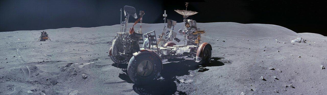 Астронавты усердно, не очень спеша, почистили друг друга от лунной пыли. Создалось впечатление, что они делали это нарочито долго, чтобы побить рекорд. На снимке: Панорама, сделанная Чарли Дьюелм на Station 10