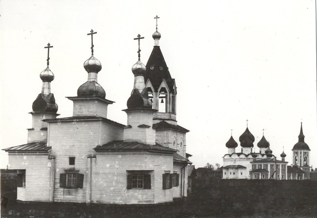 Вид с городища на каменную Воскресенскую церковь
