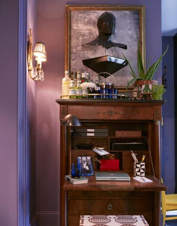 гостиная с лиловыми стенами