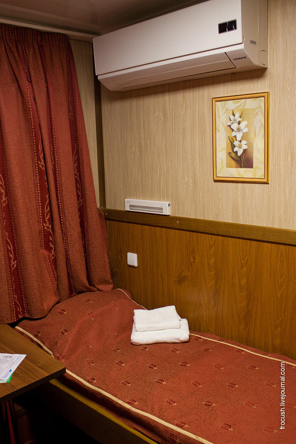 Двухместная каюта A2 №10 на средней палубе теплохода «Василий Чапаев»