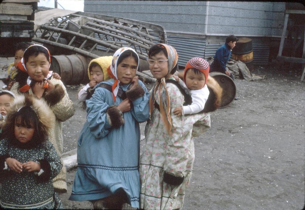 yupik eskimo Yupik (asiatic eskimo) ludmila ainana, tatiana achirgina-arsiak, tasian tein tatiana achirgina-arsiak: our people, one of the oldest on earth, live from greenland to siberia and are divided into two large branches: the inupiq (inuit and iñupiat) and yupik.