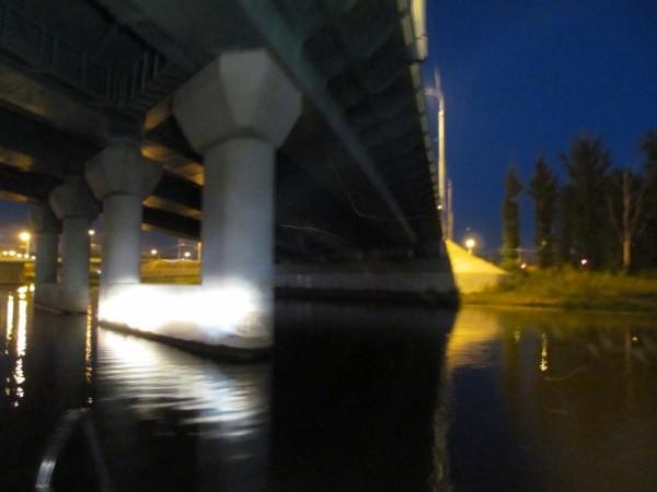 Девушка нагидроцикле врезалась вопору моста наКоторосли