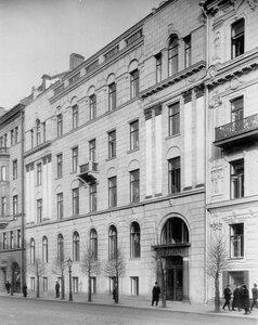Фасад здания страхового товарищества Саламандра (Гороховая ул., 6).