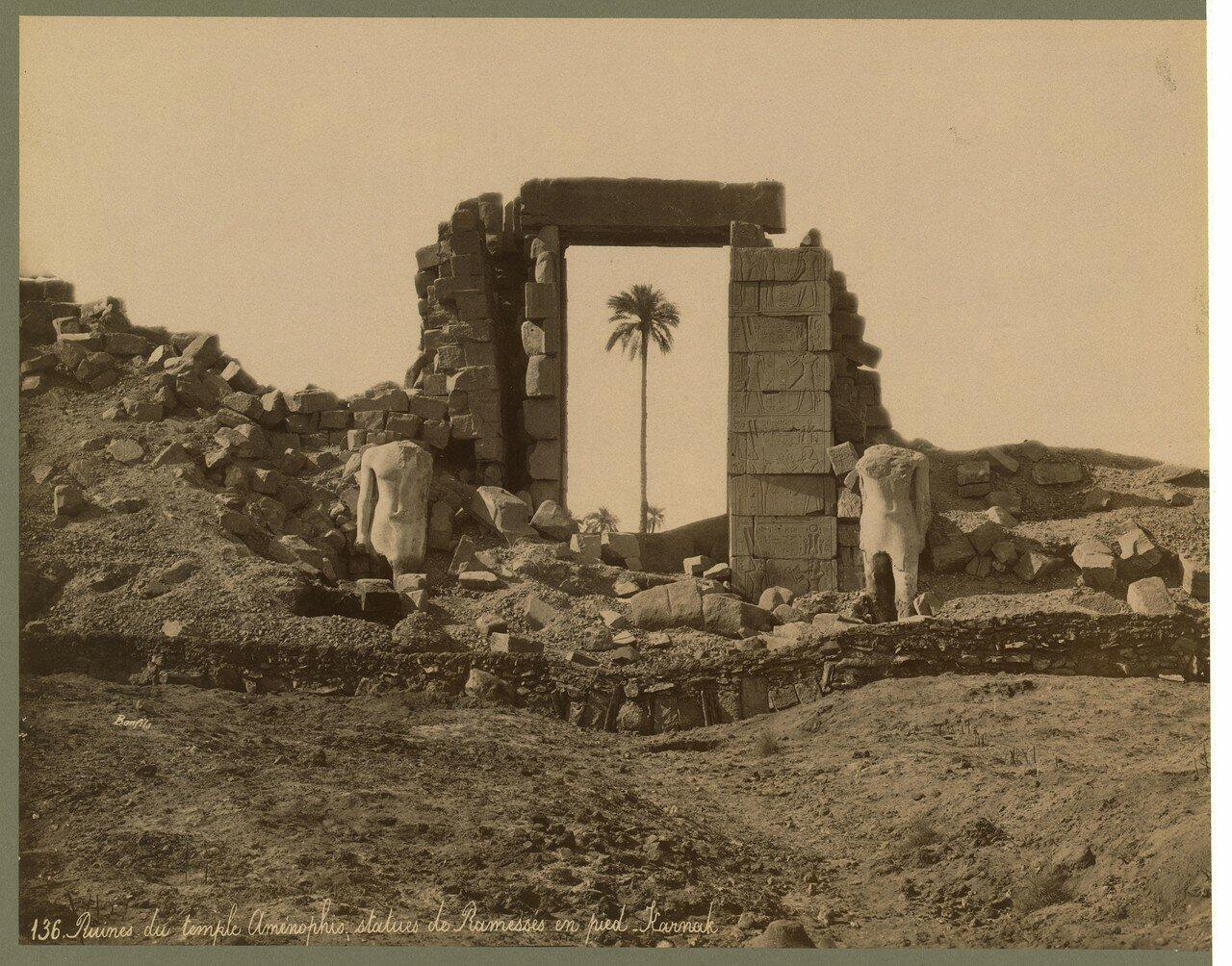 Карнак (Фивы). Первый пилон. Руины дверного проема и колоссов. 1867