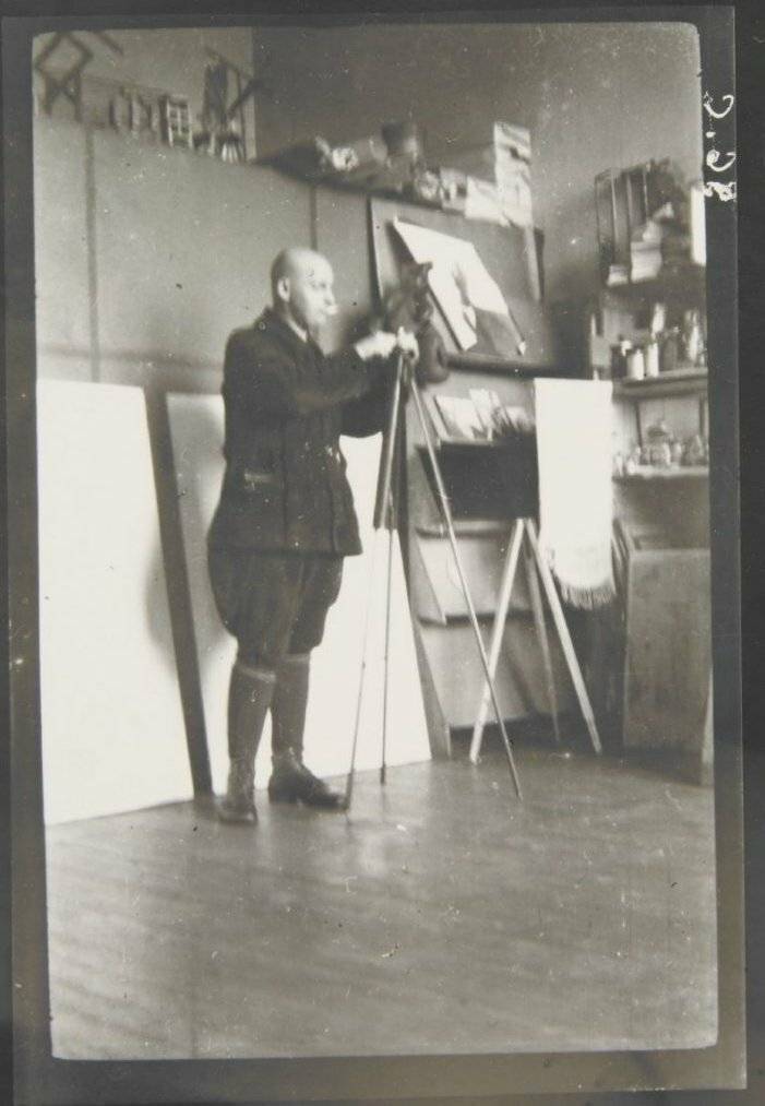 1925. Родченко в своей фотостудии