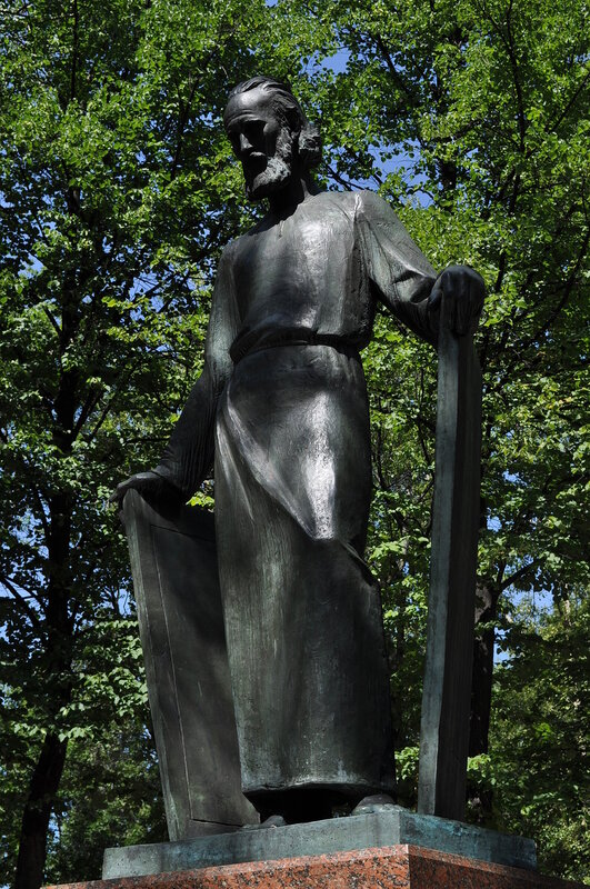 Памятник Рублеву