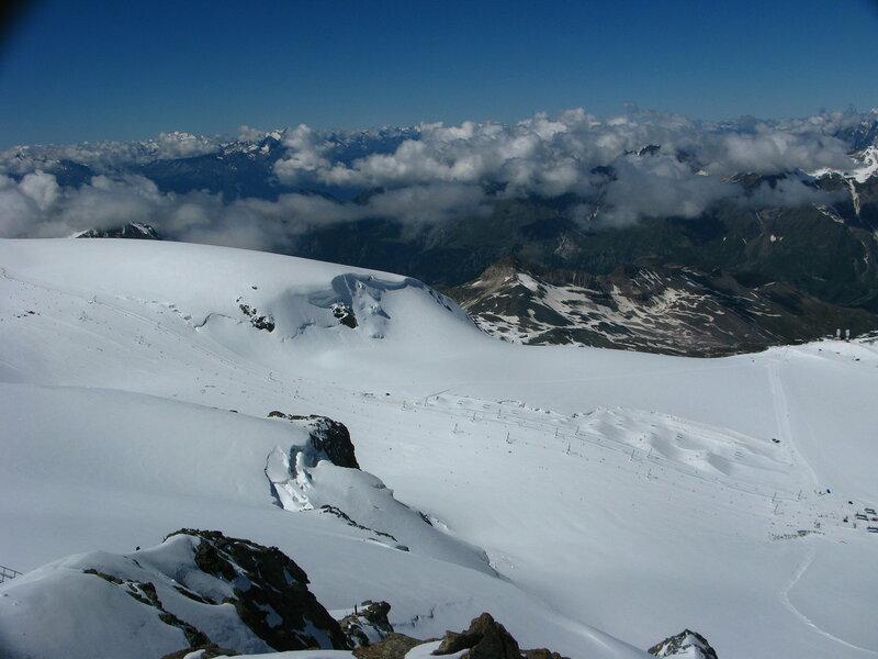 Если кому на горные лыжи в июле, так вам сюда:)