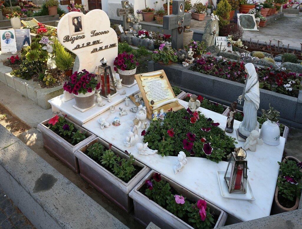 Ischia. Cemetery in Sant'Angelo