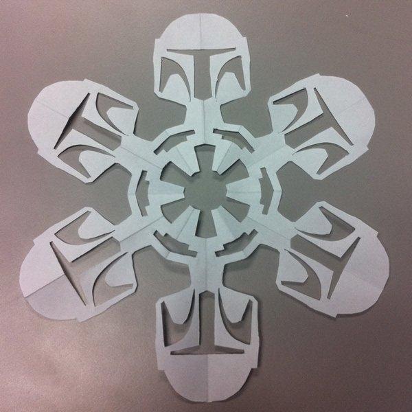 Зимние праздники уже не за горами, а вырезанные из бумаги снежинки - одно из самых простых, быстрых и дешевых...