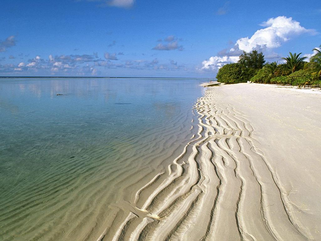 Его территория простирается на сто с лишним километров на берегу Аравийского моря.  Он.