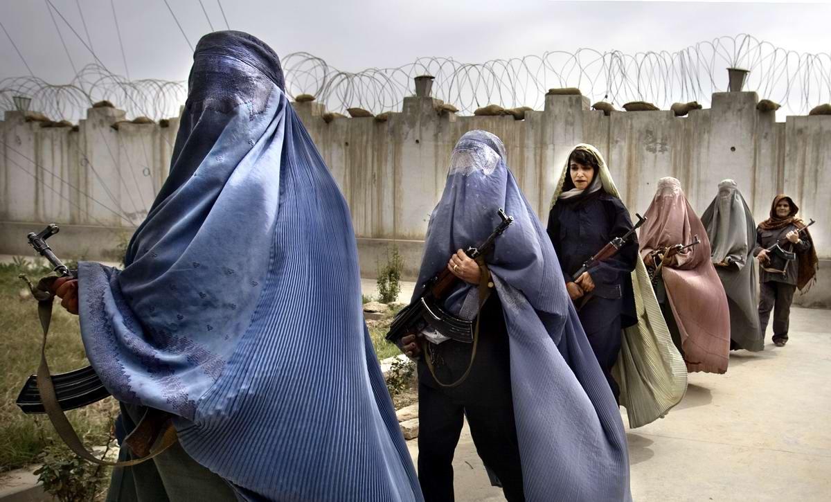 Афганские женщины из спецподразделений МВД Афганистана: картинки из жизни (3)
