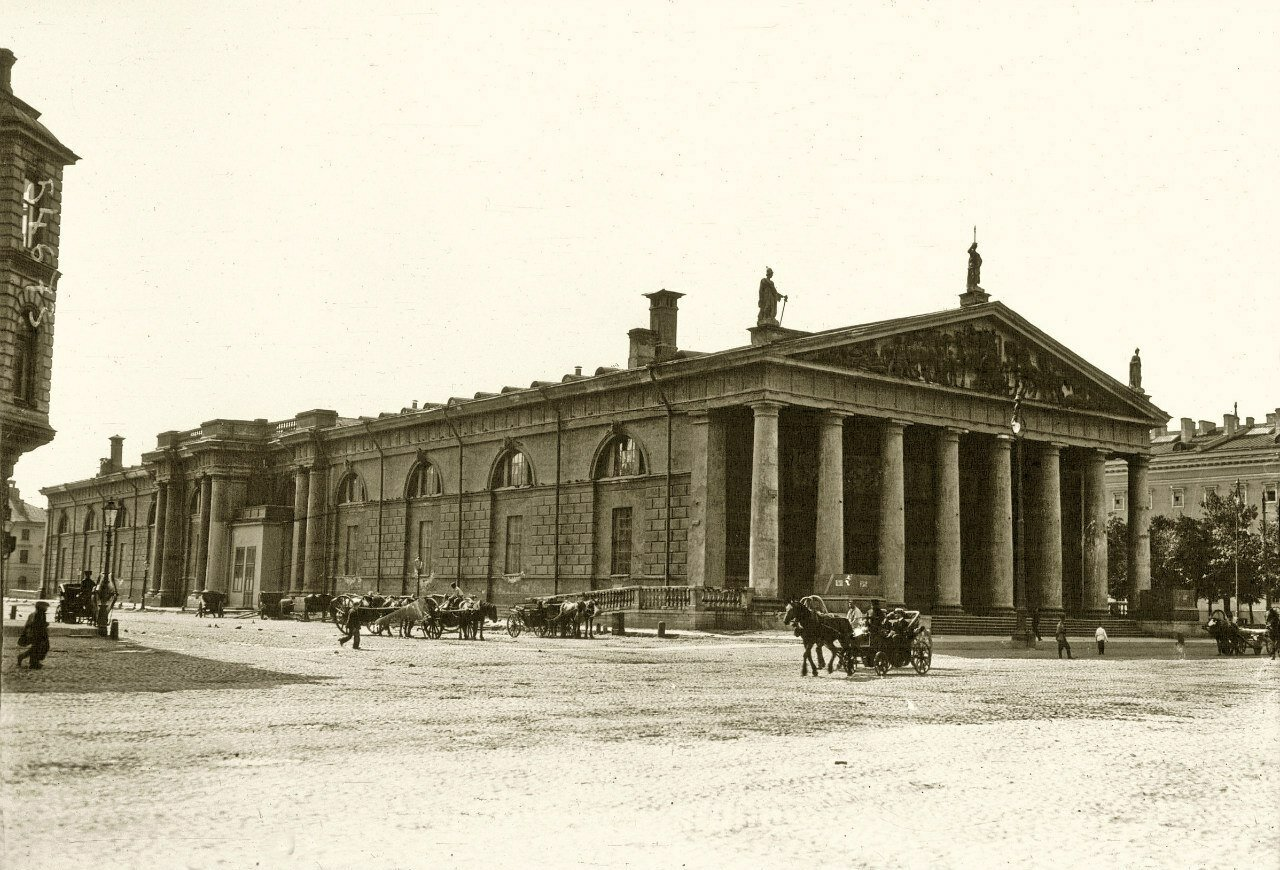 23. Большой манеж Конногвардейского полка, фасад к Александровскому саду. Июль 1914