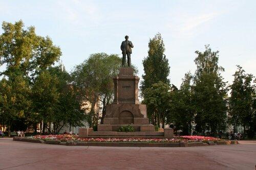 Памятник Ленину на Площади еволюции