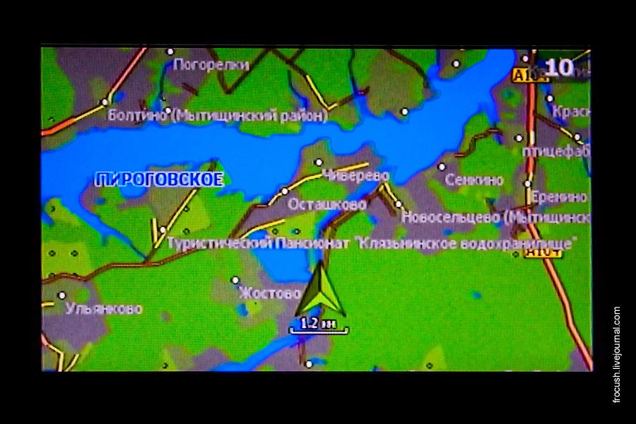 Демонстрация информации о местоположении судна на экране телевизора в каюте №10 теплохода «Василий Чапаев»