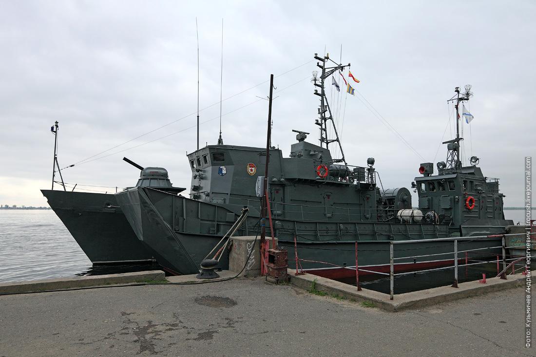 Рейдовый тральщик и десантный катер в Волгограде