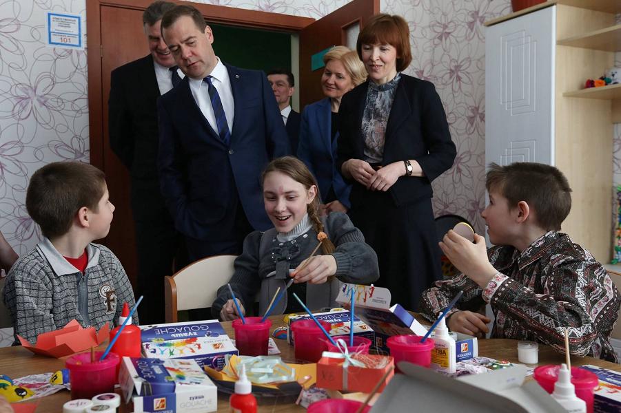 Медведев и социальная работа.png