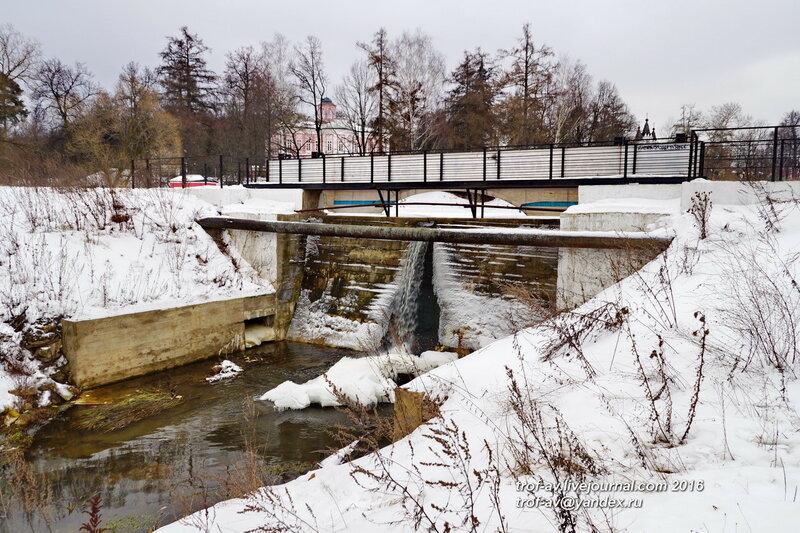 Плотина 16 века, Усадьба Вяземы, музей-заповедник А.С.Пушкина