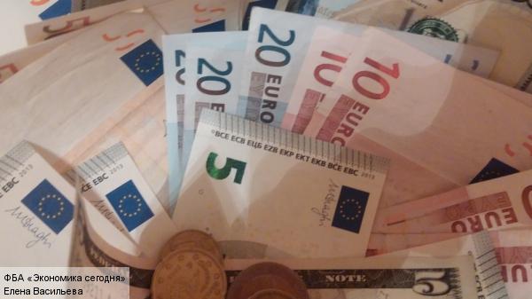 ЦБ РФ повысил официальный курс иностранной валюты более чем на два рубля
