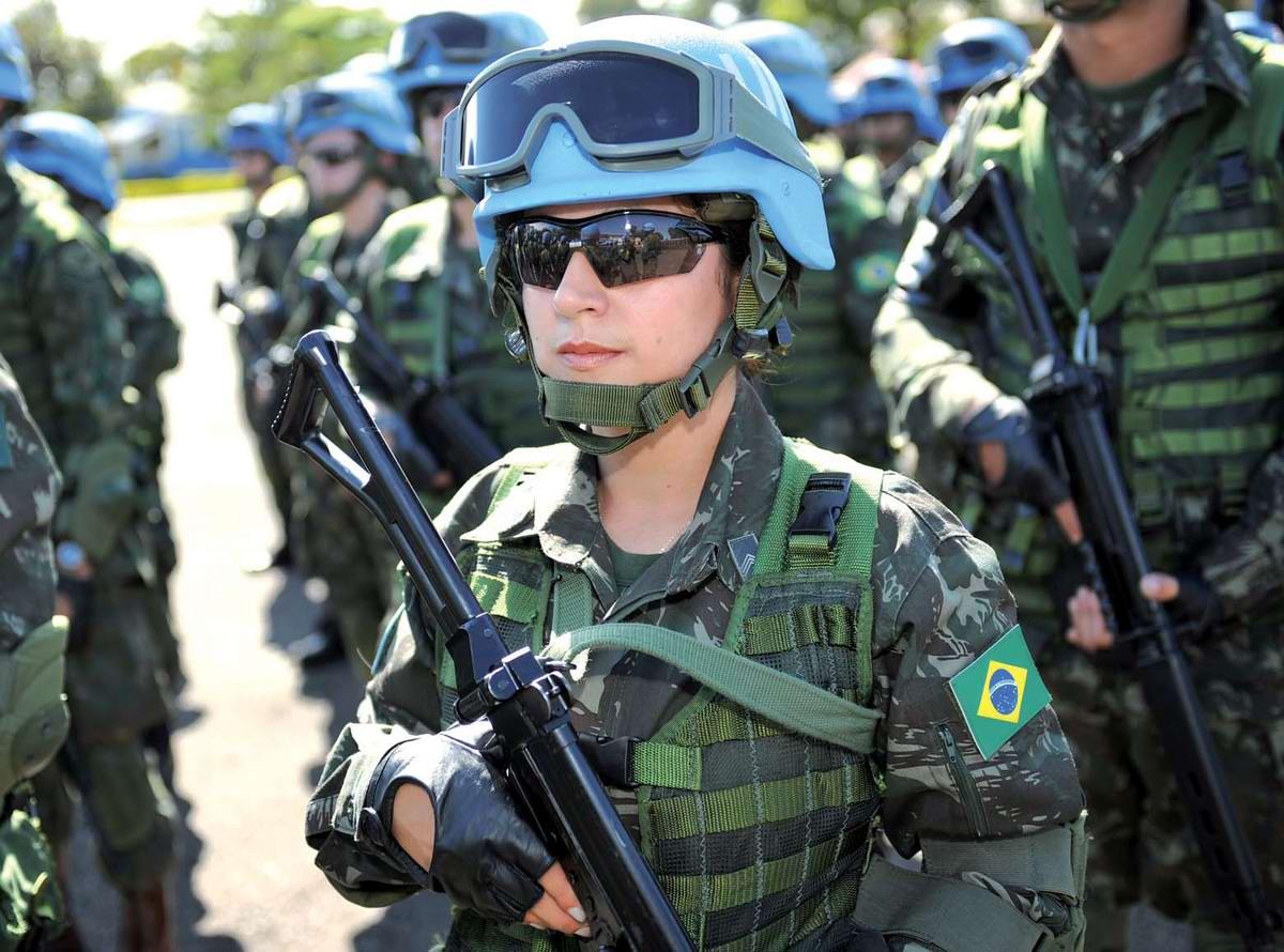 Очень грозная сила: Девушки в армейской униформе (3)