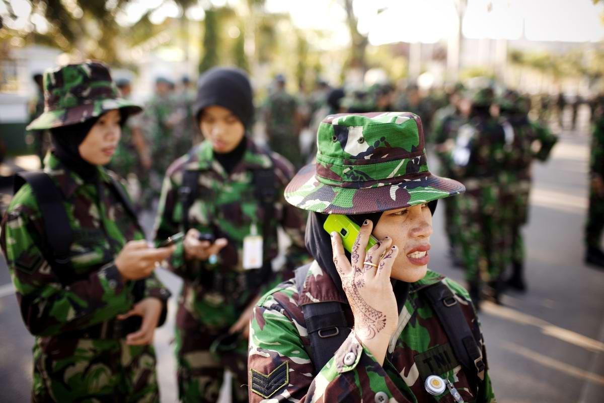 Очень грозная сила: Девушки в армейской униформе (6)