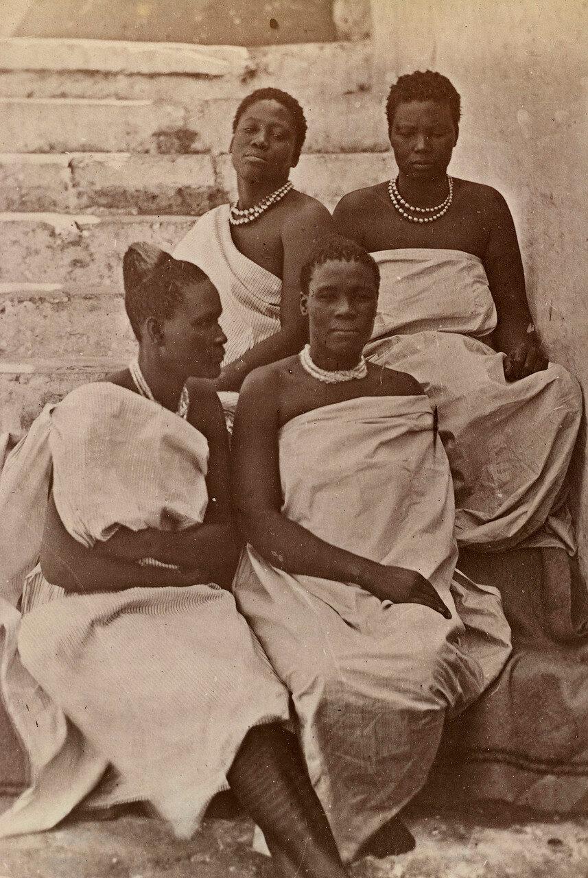 Служанки Кечвайо в 1879