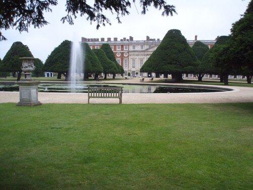 Вид из Фонтанного Сада на дворец Хэмптон корт