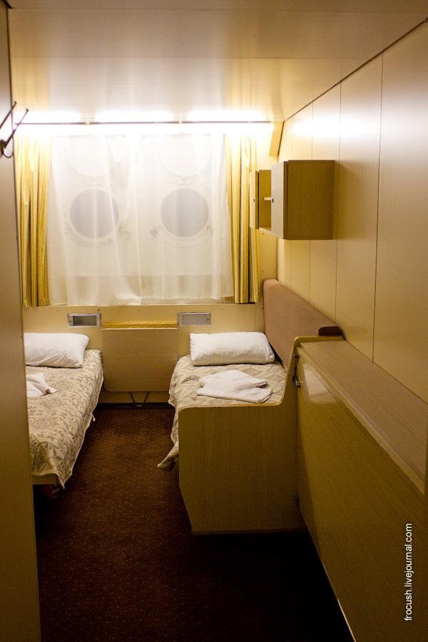 Трехместная одноярусная каюта №118 на нижней палубе теплохода «Санкт-Петербург»