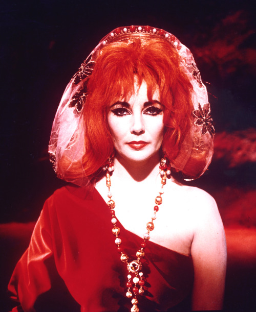 Elizabeth Taylor in Doctor Faustus (1967).jpg