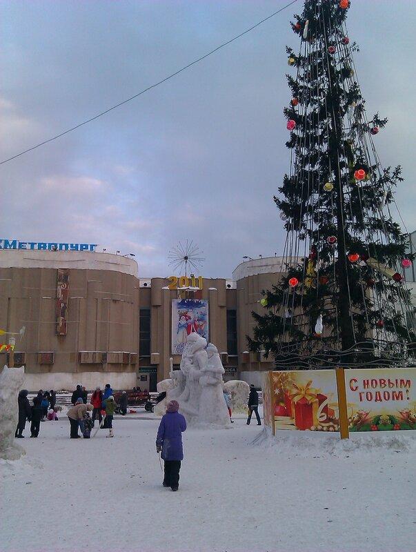 Новогодний городок у ДК Металлургов